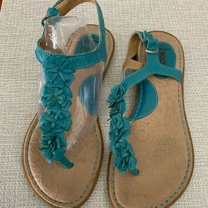 REDUCED❤️💜💚BOC/BORN..turquoise leather sandals